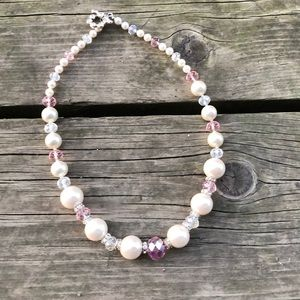 Jewelry - Beautiful Pink Glass Pearl Necklace